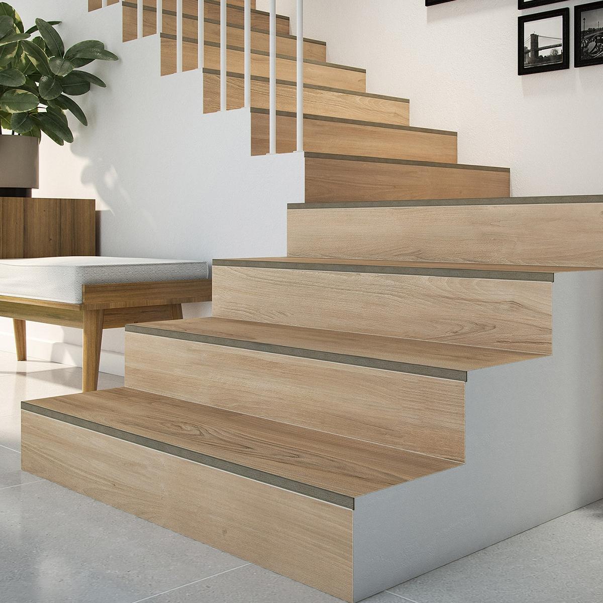 Perfil universal integrado en baldosa para escaleras