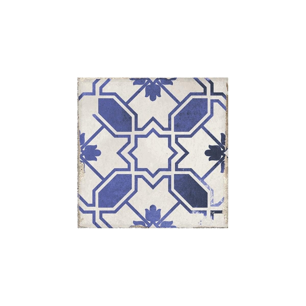 Modelo Caleta Blue Village 15x15. Baldosa porcelánica con motivo decorativo de formas geométricas en azul sobre fondo blanco y a